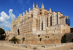 Cathedral, Mallorca (petrk747) Tags: cathedralofpalma mallorca majorca palma palmademallorca architecture goticarchitecture oldarchitecture goticstyle building monument island islands mediterraneansea mediterraneancoast travelling outdoor sky heaven