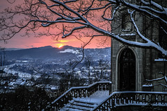 Val de Sambre (glidblue) Tags: winter sunset snow tree backlight atardecer golden tramonto belgium hiver rivire neige soir crpuscule arbre chapelle contrejour parvis coucherdesoleil namur wallonie valle citadelle sambre saintethrse flawinne salzinnes bassesambre glidblue flancdecolline