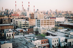 Queensboro - Dawn n2 (strzez wartosci) Tags: city newyork architecture analog sunrise dawn fuji queens 200 135 canonet queensboro urbangeometry citylines queensoboroplaza