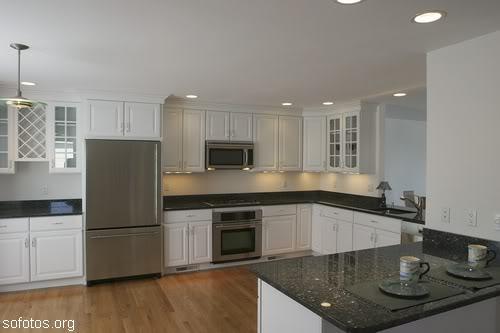 Cozinhas planejadas com granito preto