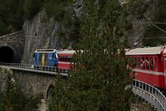 Rhtische Bahn RhB Lokomotive Ge 4/4 III 652 mit Taufname Vaz - Obervaz Lenzerheide - Valbella und Werbung fr Schweizer Eishockeyclub HC Davos unterwegs bei ... auf der Albulalinie im Kanton Graubnden in der Schweiz (chrchr_75) Tags: train de tren schweiz switzerland suisse suiza swiss iii eisenbahn railway zug sua locomotive christoph svizzera ge bahn treno chemin 44 centralstation sveits fer locomotora tog juna lokomotive lok sviss ferrovia zwitserland rhb sveitsi spoorweg rhtische suissa graubnden locomotiva lokomotiv ferroviaria  locomotief kanton chrigu  szwajcaria rautatie   2013 grischun zoug trainen  chrchr hurni kantongraubnden chrchr75 chriguhurni albumgraubnden chriguhurnibluemailch albumbahnenderschweiz2013712 albumrhtischebahn