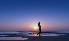 Dreamscape (Fotomondeo) Tags: morning sea españa sun sol mañana beach valencia silhouette sunrise contraluz mar spain playa alicante amanecer silueta salidadelsol lx7 playadesanjuan lumixlx7 panasoniclumixlx7