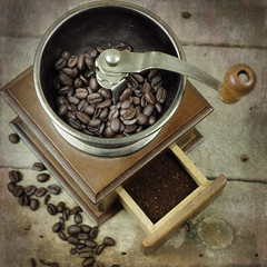 Daily grind (`·.¸ Susan .•*´)¸.•*´) Tags: texture coffee beans nikon rustic grinder oldfashioned d300 114picturesin2014