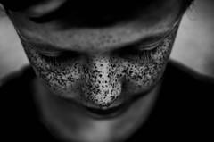 Eclaboussures (PaxaMik) Tags: face noir noiretblanc contraste freckles visage grosplan éclaboussures n§b tachesderousseur