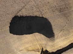 Farbige Erdschichten mit einer Höhle; Region Montaña Izaña, Teneriffa (72) (Chironius) Tags: erde erdfarbe spanien teneriffa spain испания españa tenerife vulkan espagne spagna gunung volcano volcan vulcano fuego sopka вулкан сопка vulkaan vulcan volcanoes naturstein abstrakt
