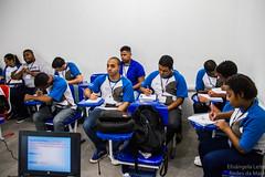 Elisângela Leite_3 (REDES DA MARÉ) Tags: americalatina brasil complexodamaré drywall favela maré novaholanda ong redesdamaré riodejaneiro aula curso jovem placas