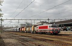 20170408 CT 1618 + DBC Polska 6493+6402+6404 + graantrein, Apeldoorn (Bert13 - archief) Tags: apeldoorn apd captrain loc 1618 eloc locomotief serie 1600 dbcargo locs 6493 6402 6404 geelgrijs railion rood vtg graanwagens tagnpps blauw goederentrein cargo overbrenging transport ct trein 47614amfbh