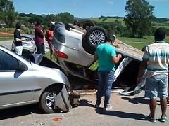 Mulher fica ferida após acidente com capotamento na BR-267, em Serrania (portalminas) Tags: mulher fica ferida após acidente com capotamento na br267 em serrania
