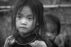 Vietnam: enfants de l'ethnie des Hmong Blanc. (claude gourlay) Tags: vietnam asie asia indochine claudegourlay tonkin hauttonkin meovac hagiang portrait retrato ritratti face enfant child ethnie ethnic hmongblanc hmong noiretblanc blackandwhite nb bw