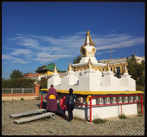Circuiting the Stupa 5747