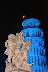 La Torre Pendente illuminata di blu in occasione del 70° anniversario dell'ONU (mariocosss) Tags: pisa torrependente leaningtower tower italy tuscany blue onu red
