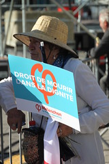 droit de mourir dans la dignité - Right to Die with Dignity (Jeanne Menjoulet) Tags: mélenchon franceinsoumise french presidentialelections meeting droitdemourirdansladignité euthanasie righttodiewithdignity