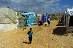 Kids in Informel Tented Settlement (davidvankeulen) Tags: republieklibanon républiquelibanaise middleeast middenoosten afrikaeurazië lebanon libanon liban westbeqaa westbeka beka beqaa biqâ becaa westbekaavalley bekaavallei refugeecamp temporarysettlement its informaltentedsettlement tent vluchtelingenkamp syrian syrians joubjannine qaraounlake davidvankeulen davidvankeulennl davidcvankeulen urbandc europe unhcr worldvision