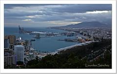 Anochece en Málaga (Lourdes S.C.) Tags: nwn nubes cielo mar paisaje puertos costamediterránea anochecer málaga