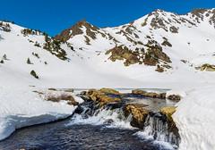 Lagos de Tristaina (carlosmotje) Tags: andorra lago cielo nieve rio colores canon contrastes composición 750 rocas frio naturaleza