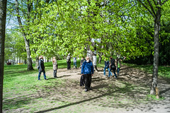 glücksbaum-clarazetkinpark (leon bischinger) Tags: clara zetkin park leica m9 summicron 35 f2 v3 frühling spring green tree wish people