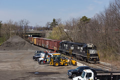 Running Around (sully7302) Tags: norfolk southern h02 freight train industry urban branch line totowa industrial boonton gp402 3039 rpc4e 736 royal distributors dlw lackawanna erie spur