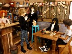 socloseicantasteit (steamwitch) Tags: bjd bjdgroupphoto bjdboys bjddiorama bjdpub woodwork
