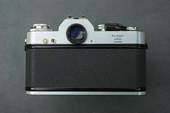 1972 Nikkormat EL (Arne Kuilman) Tags: 1972 nikon nikkormat nikkormatel slr classic retro camera filmcamera back rear door