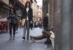 quattro e quattr'otto (marco monetti) Tags: bologna streetphotography fotografiadistrada people persone gente colours colors colori legs gambe girls ragazze