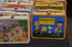 Lunch Time (earthdog) Tags: 2017 nikon d5100 nikond5100 2802000mmf3856 sanjose comicbookconvention siliconvalleycomiccon sanjoseconventioncenter sanjosemceneryconventioncenter lunchbox peanuts charliebrown mickeymouseclub snoopy word dog animal