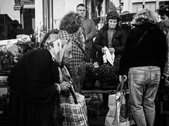 Quotidiano (Vitor Pina) Tags: algarve fotografia photography portraits street streetphotography scenes streets shadows people pretoebranco pessoas portrait pina contrast candid urban urbano rua algarvios city