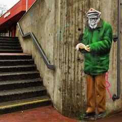 Banana police (frankhurkuck) Tags: hannover norddeutschland deutschland germany nds niedersachsen polizist police graffiti affe monkey monkeymovements raschplatz paviillon treppe stairs stairway