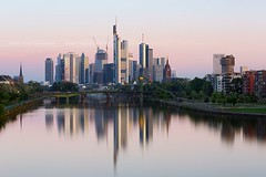 5.30 am, Frankfort is sleeping (Beboy_photographies) Tags: city morning reflection skyline sunrise river germany twilight view frankfurt francfort frankfort