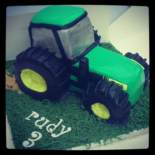 Fine John Deere Tractor Cake The Heat Has Played Havoc With This One Funny Birthday Cards Online Amentibdeldamsfinfo
