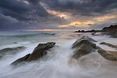 Lever de soleil sur la pointe Gauthier #1 ~ le d'Yeu [ Vende ~ France ] (emvri85) Tags: seascape zeiss sunrise rocks waves rochers le vende yeu iledyeu dyeu leefilters lessapins ctenordest d800e pointegauthier boiscoucou