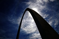 Extremely High Contrast - Gateway Arch (Adventurer Dustin Holmes) Tags: sky monument midwest arch stlouis highcontrast gatewayarch monuments stlouisarch jeffersonnationalexpansionmemorial 2013 stlouisgatewayarch worldstallestarch