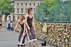 2013-08-27  Pont des arts (P.K. - Paris) Tags: street people paris candid august août pontdesarts 2013