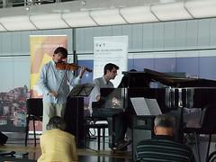 Orquestra XXI no Aeroporto do Porto (ANA Aeroportos de Portugal) Tags: music porto musica orquestra airportshopping portoairport aeroportodoporto aeroportosácarneiro anaaeroportos aeroportosdeportugal anaaeroportosdeportugal verouviredegustar orquestranoaeroporto orquestraatportoairport