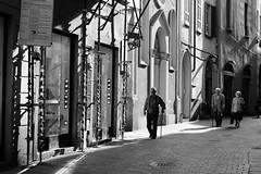 Scaffolding (El que retrata) Tags: old italy walking italia scaffolding andamio scaffold caminar stick viejo covo andamios vejez