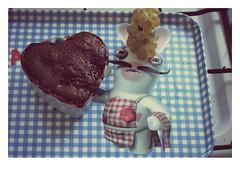 Le lapin crétin a faim (Manon Moebs) Tags: food cake cuisine foodporn mug lapin gâteau pornfood crétin