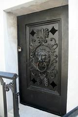 Italian Mutual benevolent tomb- Lion door