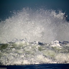 vague a ame (Wanaku) Tags: ocean white water drops waves wave vague vagues capbreton