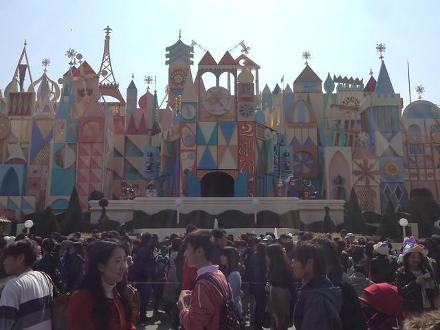 イッツアスモールワールドがこんなに混雑してるなんてー!!息。|東京ディズニーランド