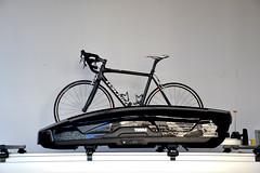 DSC_0082 (matthiasmayer410) Tags: fahrrad transport dachgepäckträger dachbox ski edel schwarzweis grafisch schick hochwertig sauber technologie sport radfahren hobby ausflug urlaub