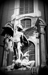 Kampf-battle (Anke knipst) Tags: hamburg germany kirche church stmichael erzengel angel engel