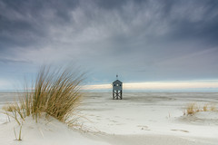 Drenkelingenhuisje Terschelling (Sander Grefte) Tags: terschelling landscape landschap beach beautiful strand drenkelingenhuis clouds sky lucht wolken sunset gras grass tokina1228mm nikon noordzee north northsea