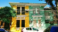 verde amarelo (luyunes) Tags: arquitetura rua casa moradia morar verde amare riodejaneiro motoz luciayunes