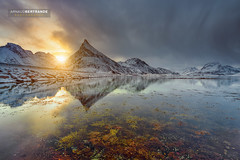 Montagne Pointue (Arnaud Bertrande | Photographe) Tags: fredvang landscape norvège arnaudbertrande blocdeglace cailloux glace neige paysage pic reflet îleslofoten