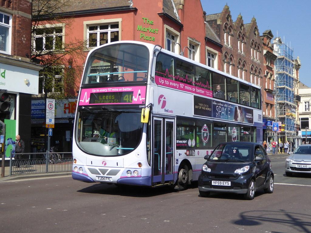 First West Yorkshire 32440 YJ04 FYL on 40, New Market St, Leeds (sambuses