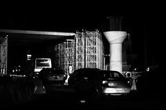Blanco & negro (betho itinerante) Tags: bn blanconegro contraste noche sombras luz horizonte textura construcción lineas trabajo ciudad calles tren gente street streetphotography