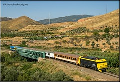 Morés. (pazalberto269) Tags: aafm trainspotting river renfe bridge amazing photography nikon spain zaragoza mores chamartin coches histórico d5300