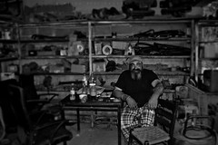 man at work b/w (Love me tender ♪¸.•*´¨´¨*•.♪¸.•*´) Tags: dimitrakirgiannaki photography greece greek nikond3100 ταξιαρχησ ευβοια ανθρωποι εργασια εργαλεια ελλαδα 2017 ταξιδι travel people blackandwhite monochrome hdr blur tools