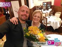 Foto in Pegno n° 2345 (Luca Abete ONEphotoONEday) Tags: compleanno mamma birthday mamas mother selfie fiori 2 maggio 2017 2345
