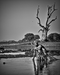 Bagan (Ar-photography.fr) Tags: noiretblanc blackwhite blackandwhite people pecheur lakeinle lac lake birmanie myanmar