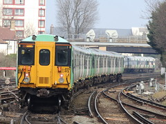 A Southern Railway Class 455 approaches East Croydon, London (Steve Hobson) Tags: east croydon london southern railway class 455 tsgn emu
